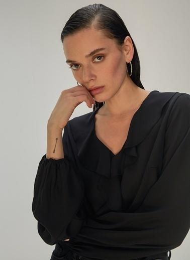 NGSTYLE NGSTYLE Kadın Volan Detaylı Bluz Siyah